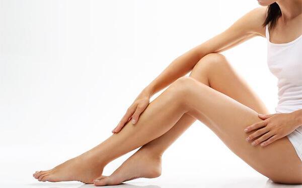 Obrzęki nóg. Dlaczego stopy puchną i jak zmniejszyć obrzęk?